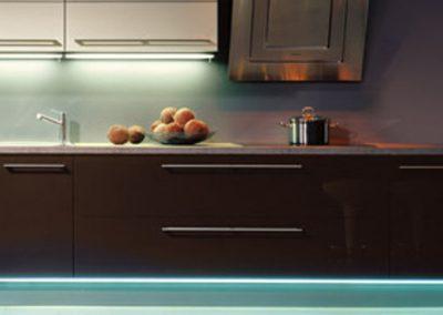 Küchenstudio Janthur-Beleuchtung-sockel