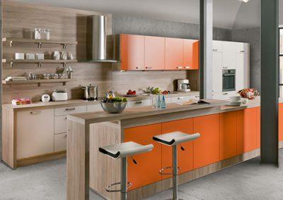 Küchenstudio Janthur-Farbtrends-Orange mit Holz