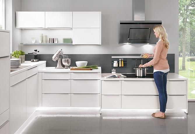 Aktivhöhe beim Kochen ist die Oberkante eines normal hohen Kochtopfes - ergonomische Küche
