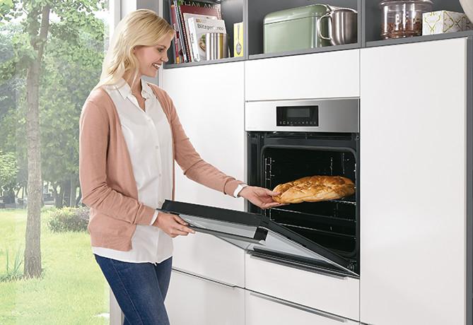 Einbaugeräte auf Zugriffshöhe - ergonomische Küche