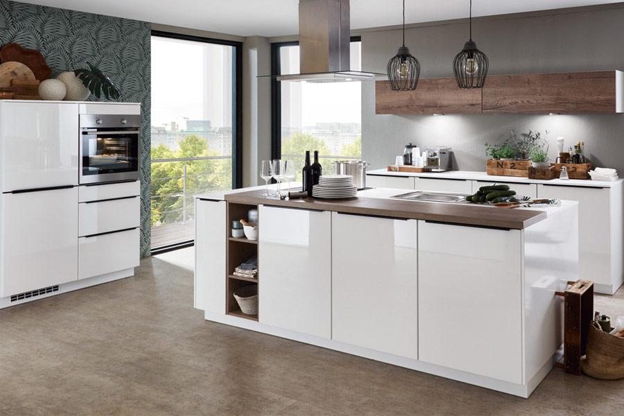 Modulküchen besitzen einige Vorteile gegenüber Küchen die exakt für den Raum geplant und zugeschnitten wurden.