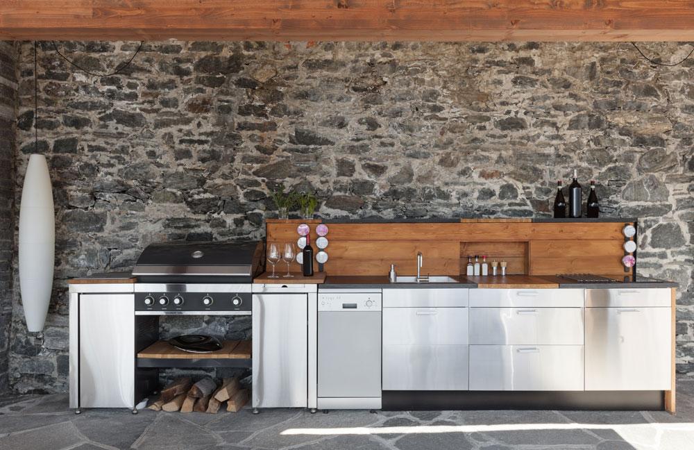 Befindet sich Ihre Outdoor-Küche unter einem Terrassendach oder einer Pergola ist sie natürlich optimal vor der Witterung geschützt.